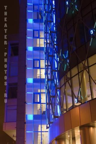ночной фасад здания
