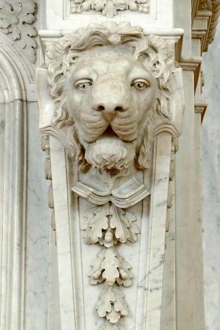 камин украшение голова льва