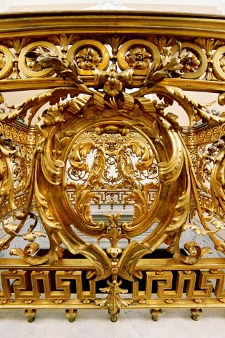 золотые перила