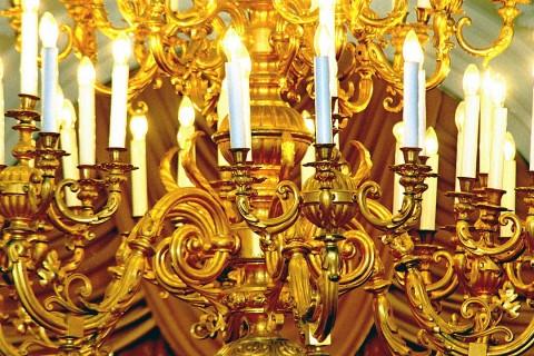 свечи на люстре