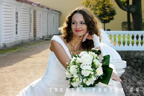 улыбающаяся невеста