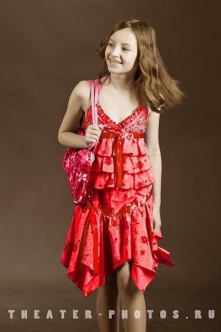 красный цвет платья