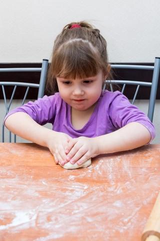 Дети-готовят-пельмени-съёмка (6)