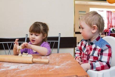 Дети-готовят-пельмени-съёмка (7)